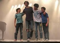 Los Volvox Brothers actúan en la Fundació Coll Bardolet.
