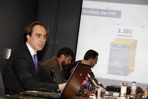 El presidente del Consorcio de la Playa de Palma, Álvaro Gijón, durante la rueda de prensa que ha ofrecido hoy.