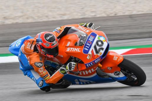 Augusto Fernández rueda sobre el asfalto del circuito de Sepang.