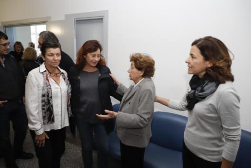 Carmen Serra, presidenta del Grupo Serra; Francina Armengol, presidenta del Govern de les Illes Balears; Margarita Magraner, viuda de Pere A. Serra; y Paula Serra, directora de audiovisuales del Grup Serra.