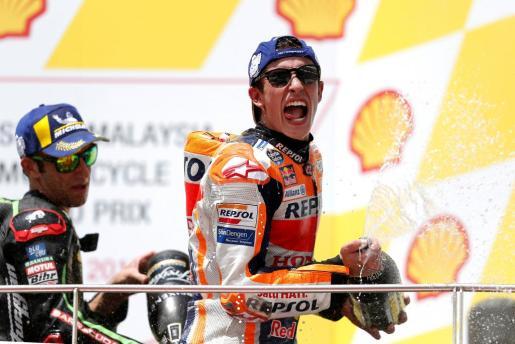 Marc Márquez celebra el triunfo en el Gran Premio de Malasia disputado este domingo.