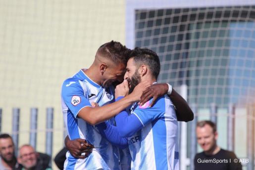 Un instante de celebración de los jugadores del Atlético Baleares.