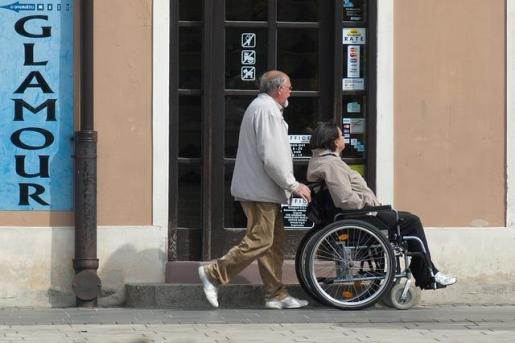 Serveis Socials quiere ampliar los horarios de los centros de día para dar más descanso a los cuidadores