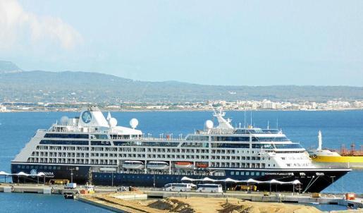 El crucero Azamara Pursuit ha visitado Palma este domingo.
