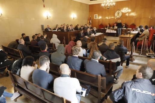 Los acusados, durante el juicio.