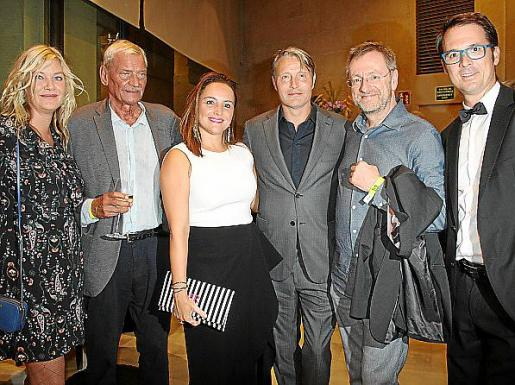 Dina Rosenmeier, Jacob Asbrek, Gloria Rodríguez, Mads Mikkelsen, Martin Breuninger y Daniel Arenas.