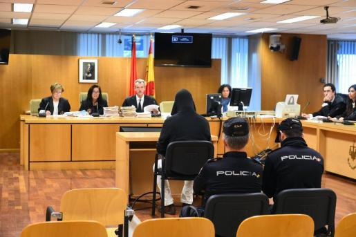 La Audiencia de Madrid juzga al excoordinador de Educación Primaria del colegio religioso La Salle Nuestra Señora Maravillas Pedro Antonio R. L., acusado de abusar de 14 menores y elaborar abundante pornografía infantil, para quien el fiscal pide 155 años de cárcel.