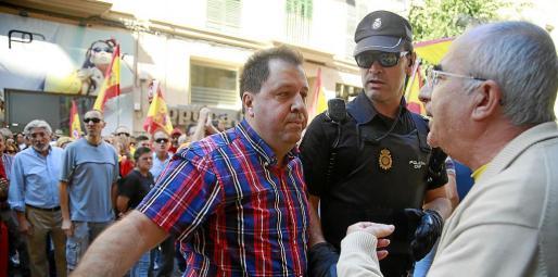 Joan Font Rosselló se encara con Tòfol Soler durante los incidentes de hace un año.