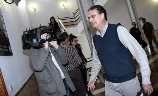 El exdirector insular de Relaciones Institucionales, Josep Lliteres, hoy en los juzgados.