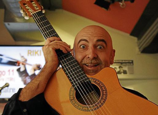 El cantautor Riki López regresa a Mallorca como última parada de la gira de presentación de su nuevo disco el domingo 11 de noviembre, a las 19.00 horas, en el Trui Teatre de Palma.