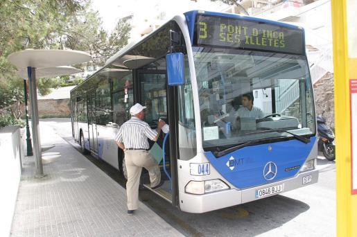 Un autobús de la línea 3.