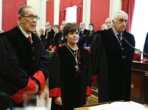 La exvicepresidenta del Gobierno Soraya Saénz de Santamaría, (c.), durante su toma de posesión como miembro del Consejo de Estado en un acto celebrado en la sede del citado organismo.