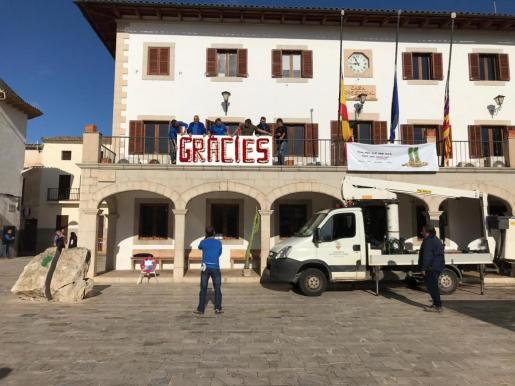 El Ayuntamiento de Sant Llorenç ha querido agradecer la ayuda recibida desde todos los sectores tras los efectos de la riada que se cebaron en el municipio.
