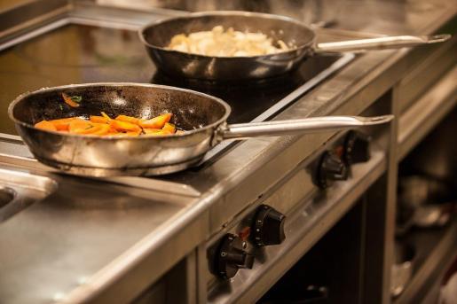 Para identificar este exceso de acrilamida, Sanidad y la AECOSAN recomiendan prestar atención al color de los alimentos fritos, tostados y empanados.