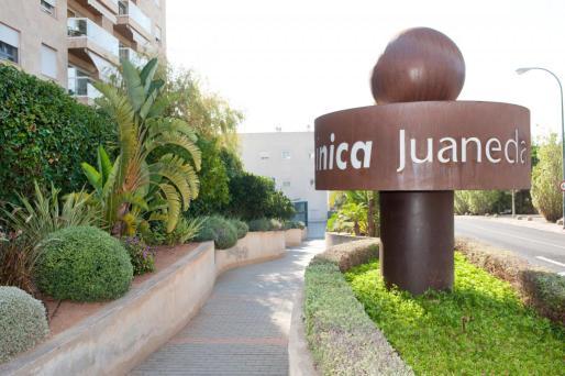 El conseller de Trabajo, Comercio e Industria, y la consellera de Salud, Patricia Gómez, se han reunido este viernes con los representantes de la Comisión negociadora del ERE del Grupo Juaneda.