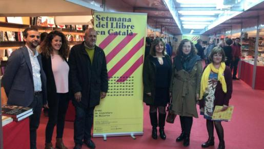 Llorenç Carrió, Aina Sastre, Miquel Ensenyat, Fanny Tur, Isabel Peñarrubia y María Barceló, en la presentación de la Setmana del Llibre en Català.