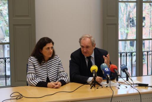 El decano del Colegio de Abogados de Baleares (ICAIB), Martín Aleñar, y la responsable de la Comisión del Turno de Oficio del ICAIB, Carmen López.