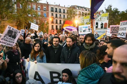 El secretario general de Podemos, Pablo Iglesias, el coordinador general de Izquierda Unidad, Alberto Garzón, la portavoz adjunta de Unidos Podemos en el Congreso, Ione Belarra, y el diputado y secretario de Sociedad Civil y Movimiento Popular de Podemos, Rafa Mayoral, en la concentración ante la sede del Tribunal Supremo en Madrid.