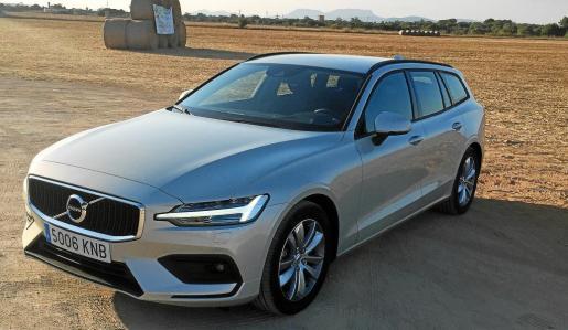 La marca sueca lo vuelve a intentar con este automóvil que ofrece una estética moderna y elegante, además de equipar los buenos motores que ha introducido en el mercado