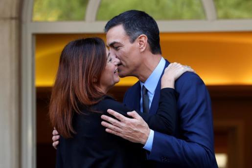 El presidente del Gobierno, Pedro Sánchez, y la presidenta del Gobierno de Baleares, Francina Armengol, poco ante de la reunión que han mantenido en el Palacio de La Moncloa.