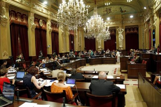 Imagen de archivo de una sesión plenaria del Parlament balear.
