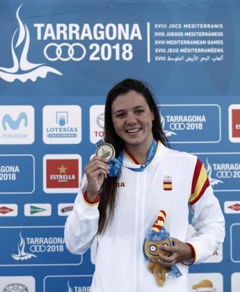 Catalina Corró muestra la medalla de oro conseguida en la final de 400 estilos durante la segunda jornada de los XVIII Juegos Mediterráneos de Tarragona 2018.