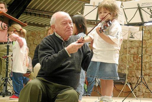 Bernat Pomar dedicó su vida a la enseñanza del violín a los pequeños con un método propio.