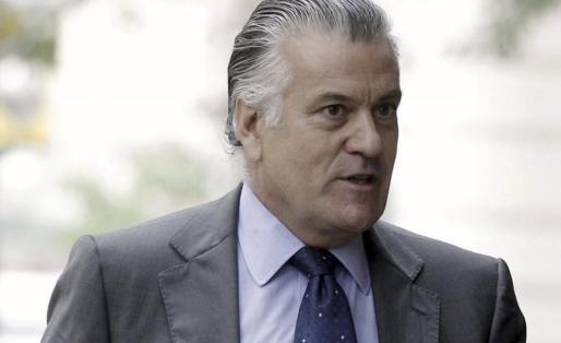 El extesorero del PP Luis Bárcenas mientras acudía al Congreso de los Diputados.