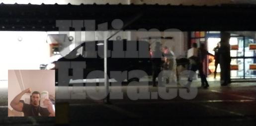 Imagen del levantamiento del cadáver poco antes de las 20.00 horas.