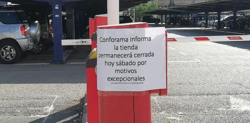 Conforama, en la calle Aragón de Palma, ha permanecido este sábado cerrado.