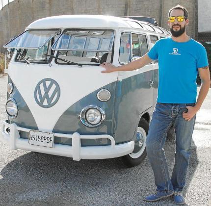 Tomeu Amer es el propietario de esta magnífica furgoneta Volkswagen de 1971 que compró en 2017 en Zaragoza