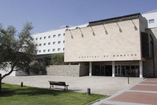 Vista de la fachada del hospital de Manacor.
