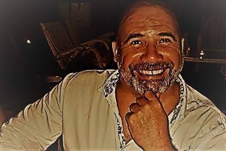 Juanjo regresa a La Movida para ofrecer un espectáculo divertido.