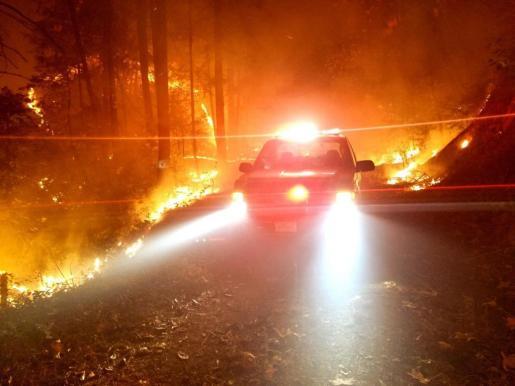 Los bomberos que desde hace más de una semana luchan contra las llamas en el gigantesco incendio que arde en el norte de California.