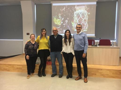 Mercapalma ha celebrado una jornada dedicada al producto local en la que han participado la gerente Mercaplama, Jeroni Barbón, la directora general de Sanidad y Consumo, Maria Antònia Comas y la gerente de Semilla, Inmaculada Munar.