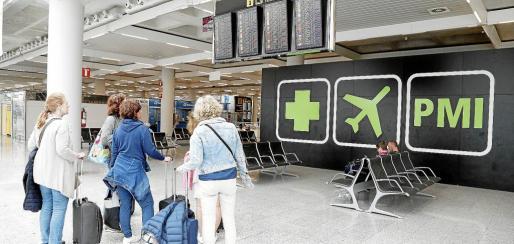 El Govern pide al Ministerio de Fomento que controle la estrategia de las compañías aéreas, ya que son las que se benefician del descuento de residente del 75 %.
