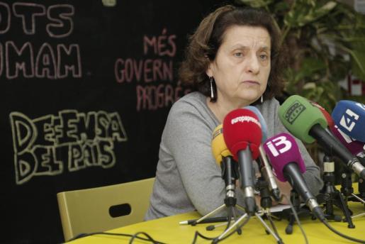 Algunas voces de IniciativaVerds piden que Fina Santiago, actual consellera de Serveis Socials, renuncie a su puesto número 2 en las listas electorales al Govern.