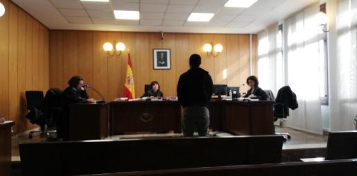 El acusado, este viernes, en un juzgado de Vía Alemania.