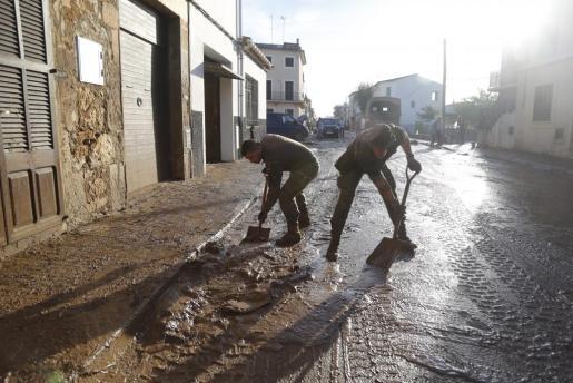 Imagen de las tareas de limpieza tras las trágicas inundaciones en Sant Llorenç.