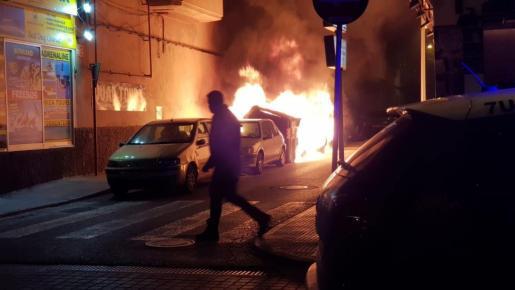 La noche de este lunes ardió un contenedor en la calle Lisboa, en s'Arenal.