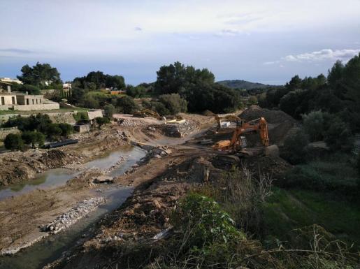 Las obras para instalar el puente militar desmontable en Artà (Ma-12) avanzan a buen ritmo.