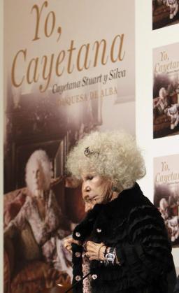 """La duquesa de Alba en la presentación del libro de sus memorias, """"Yo, Cayetana""""."""