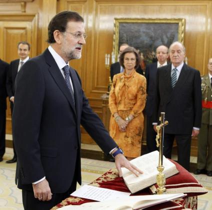 El líder del PP, Mariano Rajoy, ha jurado hoy ante los Reyes el cargo de presidente del Gobierno, en un breve acto celebrado en el Palacio de la Zarzuela que le convierte en el sexto jefe del Ejecutivo de la democracia. Y