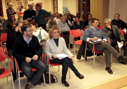 Aina Calvo y José Hila, durante la reunión del Consejo Político.
