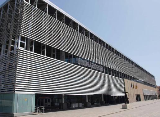 Imagen de la fachada del Velòdrom Illes Balears, sede de la Conselleria de Cultura, Participació i Esports.
