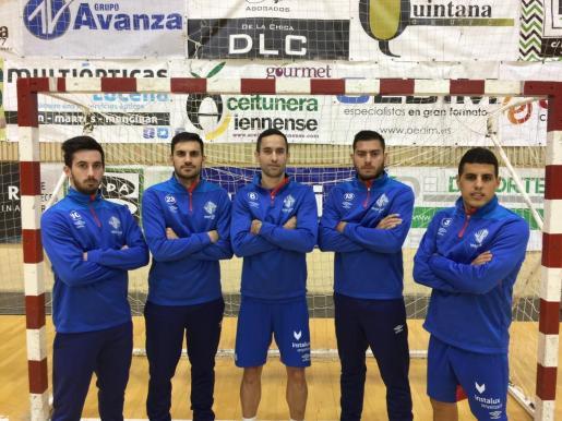Los jugadores del Palma Futsal Joselito, Quintela, Joao, Bruno Taffy y Hamza posan frente a una de las porterías de La Salobreja.