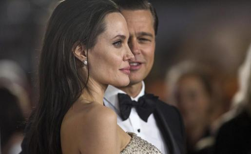 Imagen de archivo de Angelina Jolie y Brad Pitt durante la presentación de la película 'By the sea'.
