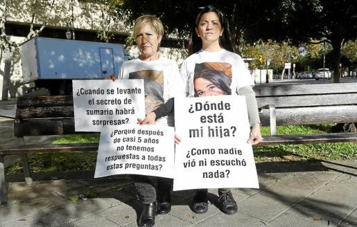 Margarita Pavón y Natalia Rodríguez en el Paseo Mallorca, en Palma, durante la entrevista con este diario.