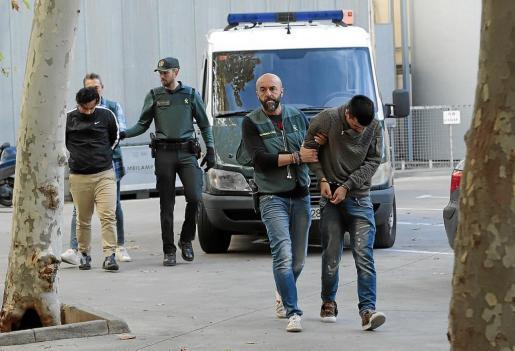 Este sábado por la mañana, la Guardia Civi, trasladó a los juzgados de Vía Alemania a los seis detenidos.