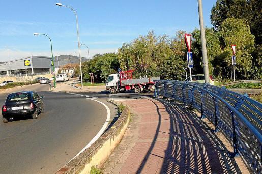 El hombre intentó lanzar a su mujer por el puente de Son Moix, en Palma.